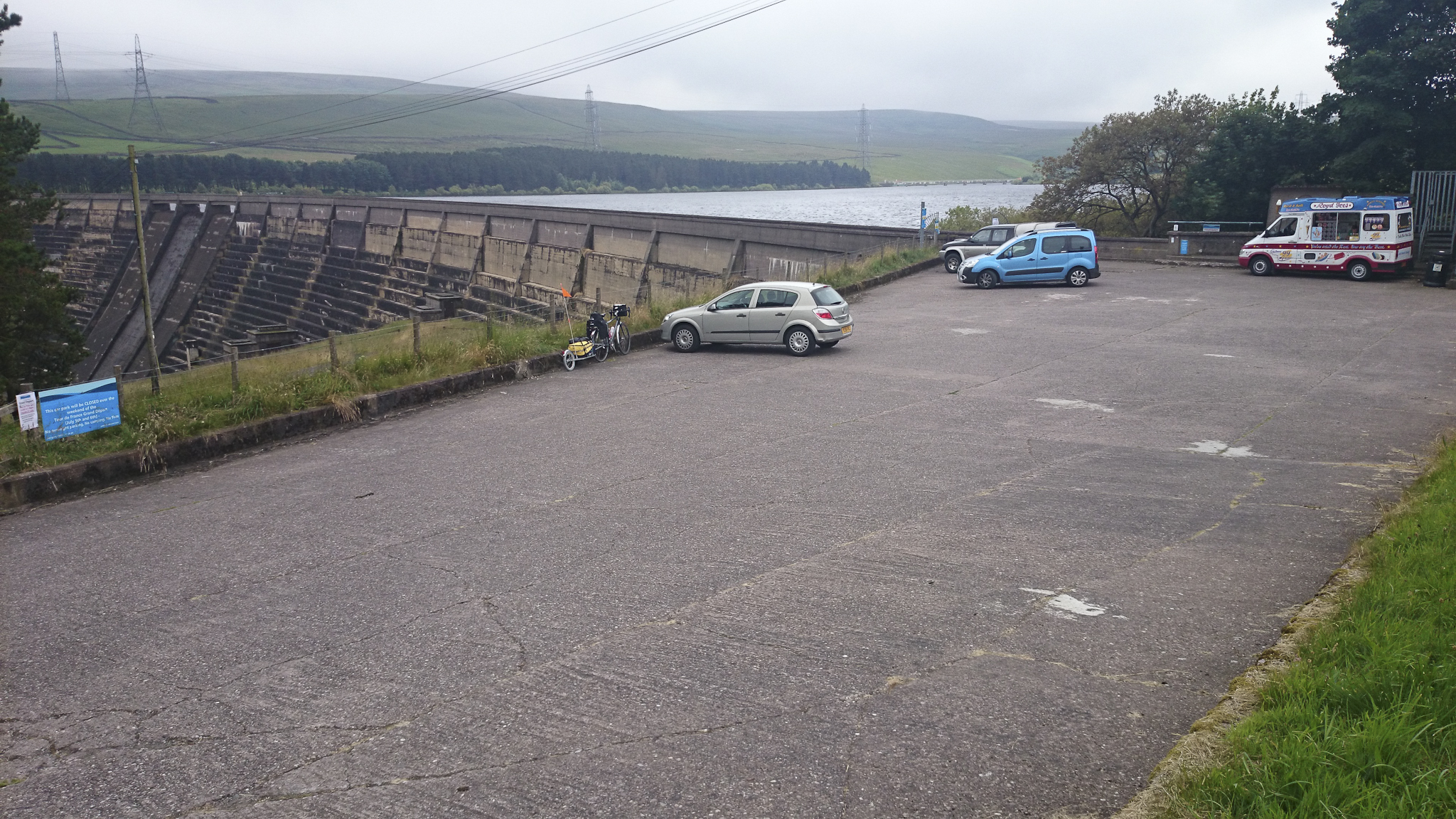 Brief stop for desperately needed energy at Baitstones reservoir.