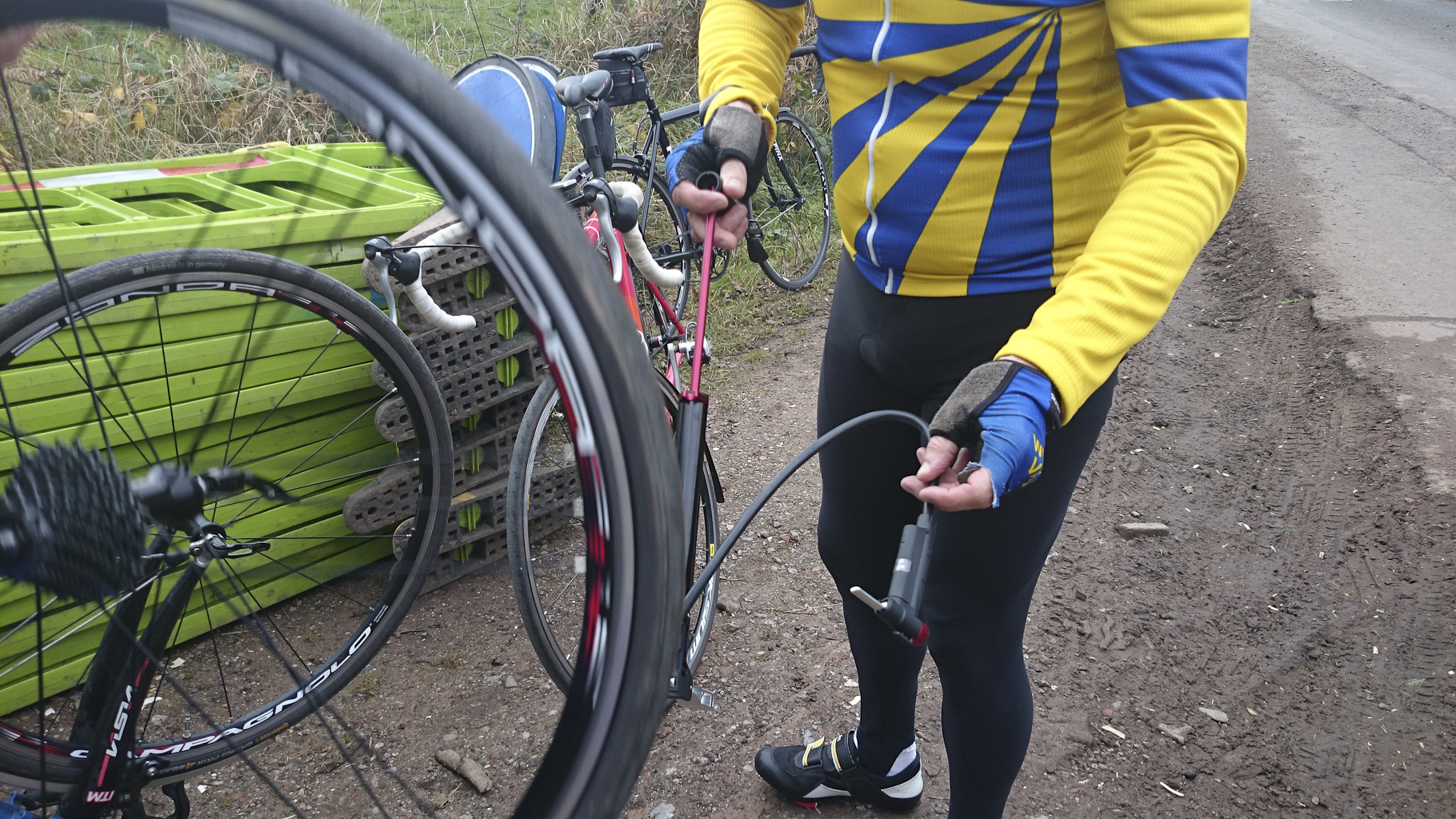 Club run – Chester 26/10/2014 – Al's new pump, and the new king of cake