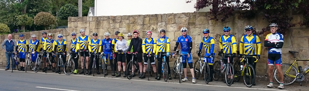A group ohotograph. Graham and Carl in blue LeJog jerseys.